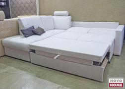 Jobb oldalán az ágy funkció nyitott állapotban, bal oldalon párnákkal