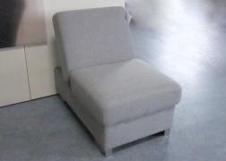 Az ülőfelület egy része felhajtható és tökéletesen használható háttámlaként