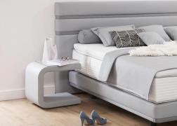 La Vita éjjeliszekrény az Amona ágyunk mellett