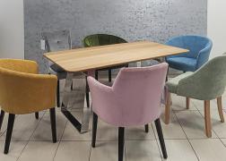 Modern és klasszikusabb formájú székekkel is jól mutat