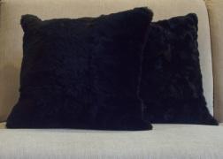 Fekete valódi szőr párna 45x45 cm - 18.000 Ft