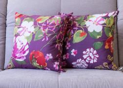 Lila virágos párna 45x45 cm, 6.500 Ft