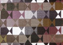 Delta-Rozsaszin 14 kollekciónk geometrikus, merész minták és színek játékával hódít.