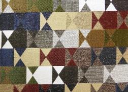 Delta-Sotetkek 14 kollekciónk geometrikus, merész minták és színek játékával hódít.